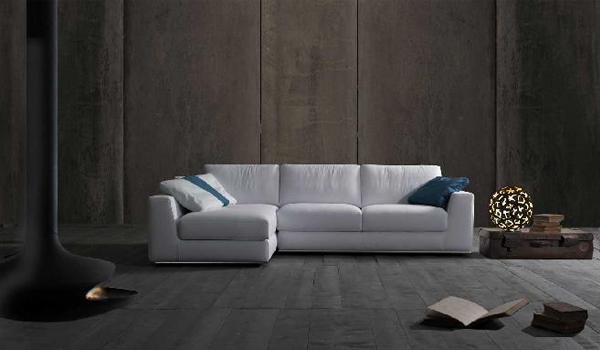 Dinai tinta chiara: divano bianco con chaise longue