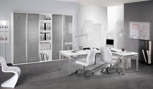 Mobili Brazzorotto: Arredamento ufficio bianco: doppia postazione e armadio con ante in vetro